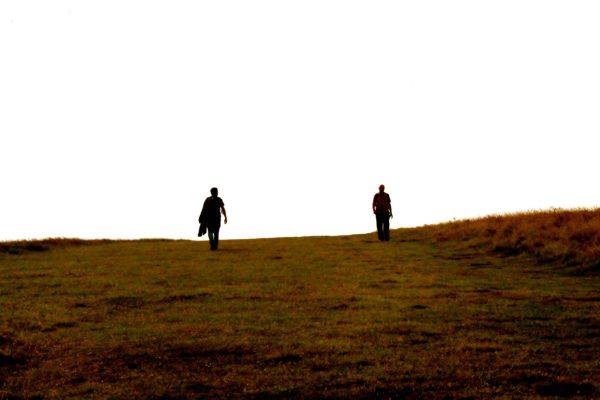 zen marcher (photo de marta-esteban-fernando- sur unsplash)